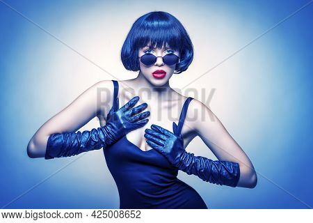 Young Beauty With Sun Glasses And Gloves