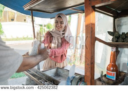 Muslim Woman Taking Her Food Order From Chicken Satay
