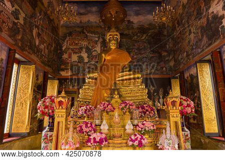 Bangkok, Thailand - January 03, 2019: Altar With A Sculpture Of A Seated Buddha In One Of The Bots O