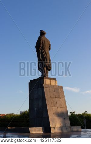 Krasnoyarsk, Russia - June 21, 2021:the Monument To Lenin In Krasnoyarsk On Square Of Revolution Ins