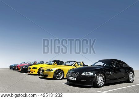 Kiev, Ukraine - May 22, 2021: Row Of Bmw Z4 Cars On The Background Of Clear Sky. Colored Bmw Cars In