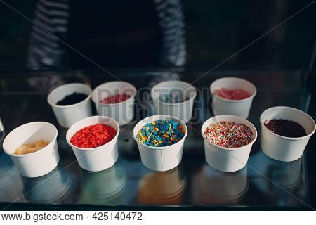 Topping Different Tastes For Frozen Yogurt Or Ice Cream.