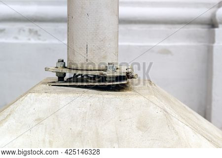 The Lower Part Of The Flagpole Fastening, Allowing You To Tilt The Pole To Replace The Flag. The Ins