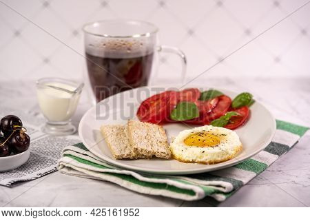 Breakfast With Fried Egg, Tomatoes And Crispbread