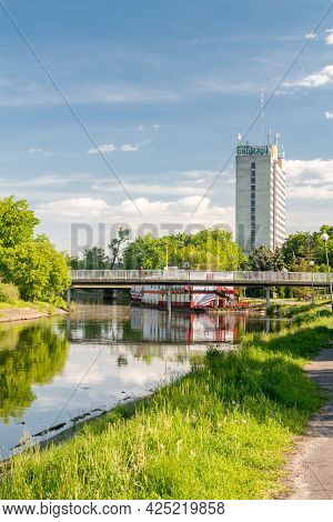 Pila, Poland - May 31, 2021: Summer View On Gwda River With Hotel Gromada In Background.
