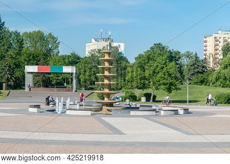 Pila, Poland - May 31, 2021: A Square With A Fountain In The Park On The Island At Summer Time.