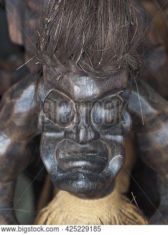 Russia, Sochi 06.06.2021. Scary Face Of An Ethnic Dark Wood Figurine. Decorative Figurine In African