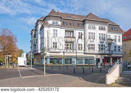 Berlin, Germany - October 25, 2020: Drake-haus, A Residential Building Of The 19th-century Villenkol