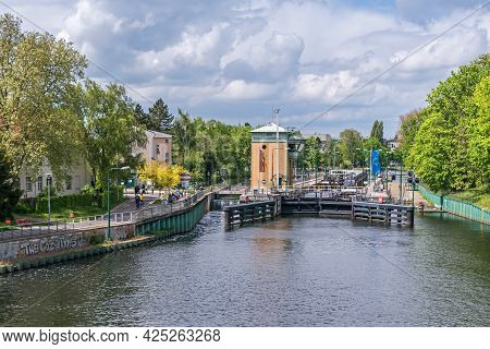 Berlin, Germany - Mai 23, 2021: Spandau Locks On The River Havel Near The Old Town Of Spandau With I