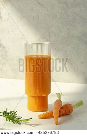 Cold pressed carrot juice with carrots