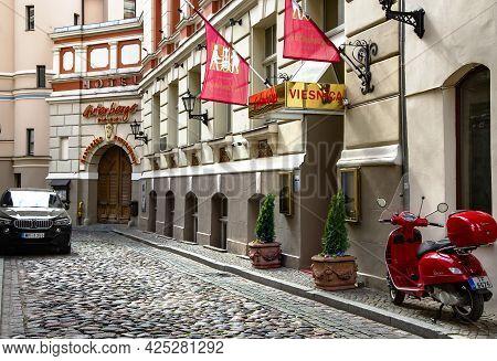 Latvia, Riga, May, 2021 - Narrow Cobblestone Street Of The Old Town Of Riga Near Gutenbergs Hotel On