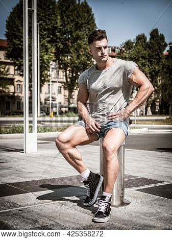 Handsome Fit Young Man In Grey T-shirt, Outdoor In City