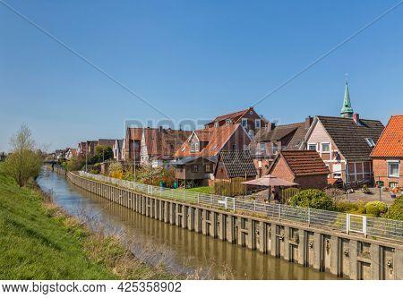 Village of Steinkirchen on Lühe river in Altes Land region of Lower Saxony, Germany