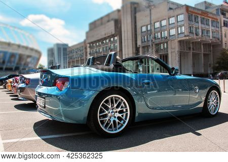 Kiev, Ukraine - May 22, 2021: Row Of Bmw Z4 Cars In The City. Colored Bmw Cars In A Row