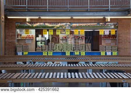 Szeged, Hungary - July 21, 2017: Eggs Selling Shop (tojas) In Front Of Empty Stands In Szeged Covere