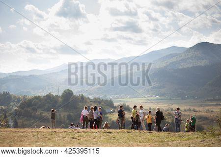 Skidnitsa, Ukraine - 25 September, 2020: Group Of School Children Walk On Excursion In Mountains Ove