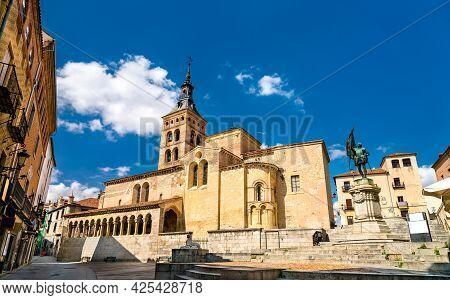 San Martin Church And Juan Bravo Monument At Plaza De Medina Del Campo In Segovia - Castile And Leon