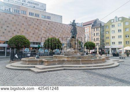 Gorzow Wielkopolski, Poland - June 1, 2021: Water Fountain Of Paucksch At Old Market Square In Gorzo