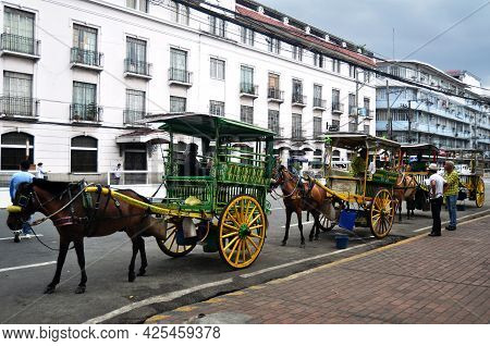 Filipino Sit Ride Horse Drawn Carriages And Waiting For Philippine People And Foreign Travelers Use