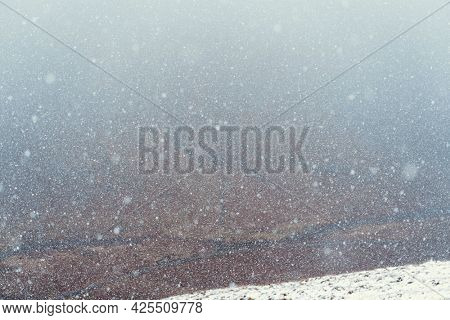 White glittery winter background wallpaper