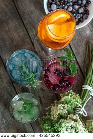 Gin Tonic Mojito Glass Coktail Ice Lime Mint Aperol Sptitz Drink Berry Currant Flower