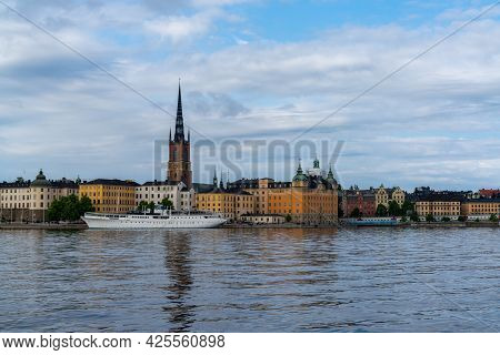 Stockholm, Sweden - 23 June, 2021: Cityscape View Of Gamla Stan And The Riddarholmen Church In Downt