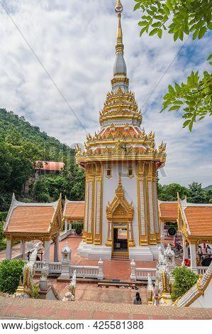 Loei-thailand-23 Oct 2020:wat Pra Putthabat Phu Kwai Ngoen At Chiang Khan District Loei Thailand.chi