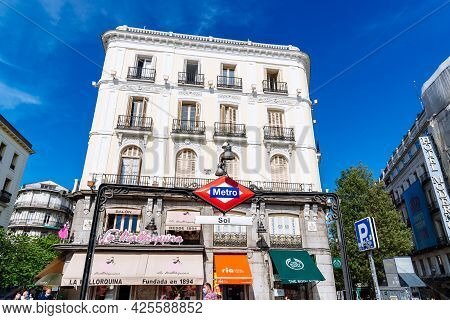 Madrid, Spain - May 8, 2021: Sol Metro Station Sign. Underground Station In Puerta Del Sol On A Sunn