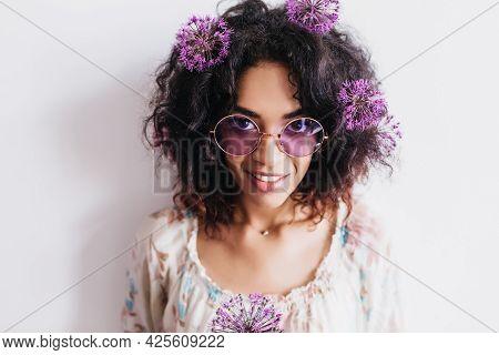 Studio Portrait Of Charming Black Girl Posing With Allium. Indoor Photo Of Pretty African Female Mod