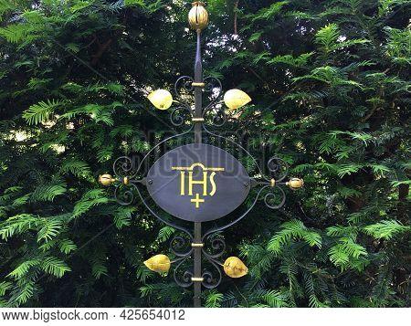 Tombstones, Tombs And Details At Feldli Cemetery In Saint Gallen (grabsteine, Graeber Und Details Au