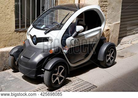 Sète , Ocitanie France  - 06 30 2021 : Renault Twizy Ev Electric Compact Conceptual Ecological Car P