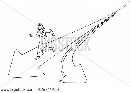 Single One Line Drawing Young Arabic Male Entrepreneur Running Fast To Straight Direction Pathway. B