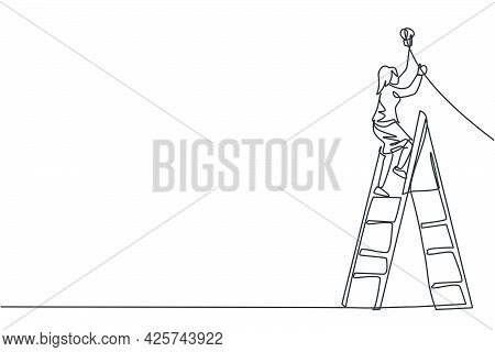 Continuous One Line Drawing Of Young Female Entrepreneur Climb Ladder Up To Fix The Lamp. Success Bu