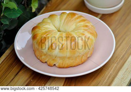 Bread , Bun Or Cream Bread Or Butter Bread For Serve