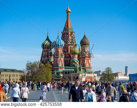 15.05.2021 Russia, Moscow. A Lot Of People Are Walking On The Street Near St. Basil's Cathedral. The