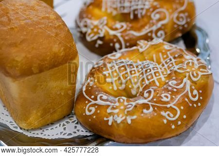 Freshly Baked Breads, Pretzels, Kringles On Plate At Cuisine Of Cafe, Restaurant Or Bakery. Pastry,
