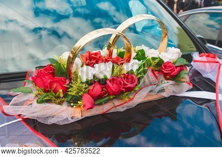 Wedding Decoration Of The Car In The Form Of Rings, Artificial Colors Of Red And White Roses On The