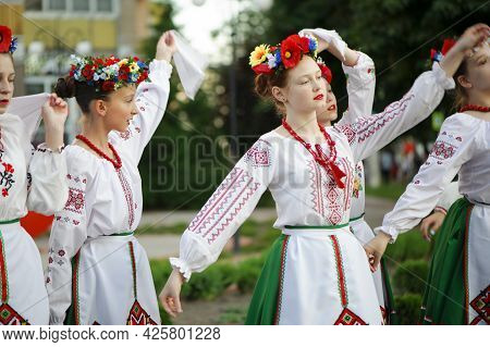 A Series Of Photographs With Ukrainian Costumes. Young Womans In Ukrainian Embroidered Clothes. Holi