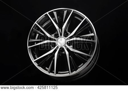 Car Black Alloy Wheel, Elegant With Thin Curved Spokes Modern Auto Parts For Car Tuning
