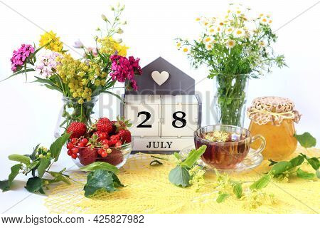 Calendar For July 28 : The Name Of The Month Of July In English, Cubes With The Number 28, Bouquets