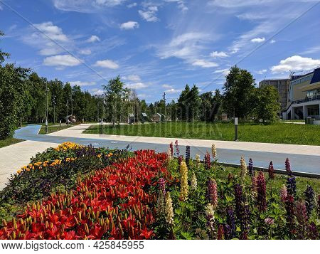 Noyabrsk, Russia - June 20, 2021: Summer Square Of Geologists Against The Background Of Blue Sky And
