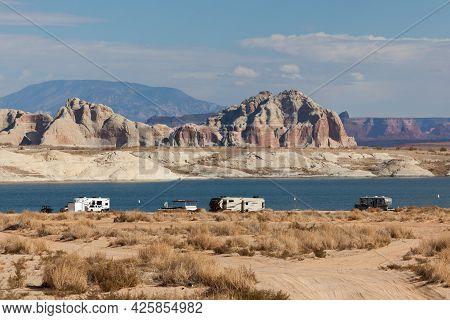 Lake Powell, Utah, Usa - October 31, 2014:  Dry Campers Set Up Along The Shore Of Lake Powell In Uta
