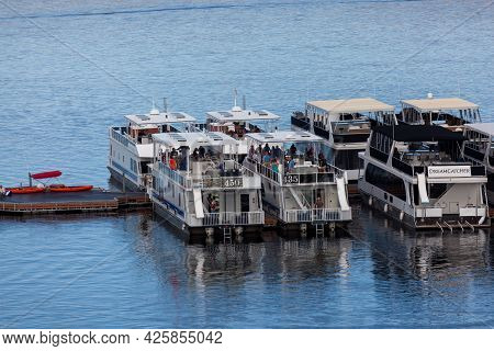 Page, Arizona, Usa - October 31, 2014:  A Row Of Sightseeing Cruise Boats With Tourists Docked In An