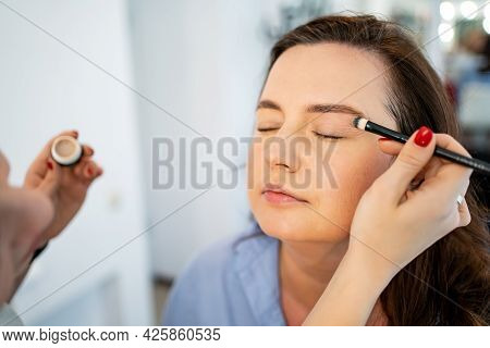 Women Do Make-up, Paint The Eyelids On The Eyes With A Makeup Brush.