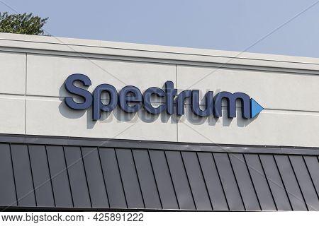 Cincinnati - Circa July 2021: Spectrum Cable, Internet And Tv Consumer Store. Spectrum Is Part Of Ch