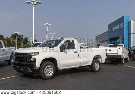 Cincinnati - Circa July 2021: Chevrolet Silverado 1500 Display. Chevy Is A Division Of Gm And Offers