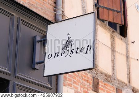 Toulouse , Ocitanie France  - 06 30 2021 : One Step Sign Brand And Text Logo Front Of Shop Fashion B