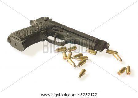 Semi-autos Gun With Fourteen Bullets