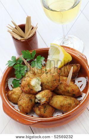 salt cod croquettes,bolinhos de bacalhau,pasteis de bacalhau,bunuelos de bacalao