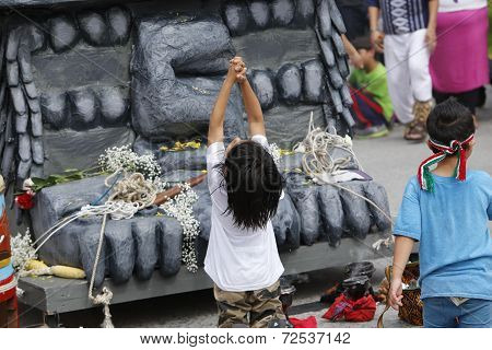 Kids play in front of statue